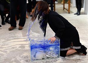 cut_LIX_2166_li-xinmo_red-gate-gallery_beijing_drink-blue